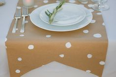 craft paper table runner w/ painted white polka dots. craft paper table runner w/ painted white polka dots. Wedding Table, Diy Wedding, Wedding Pins, Wedding Decor, Pyjamas Party, Party Entertainment, Deco Table, Pink Wallpaper, Brown Paper