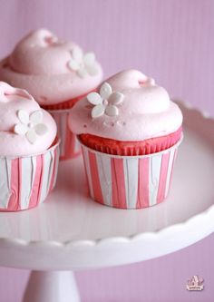 Pink Lemonade Cupcakes with Marshmallow Cloud Frosting | Sweetopia