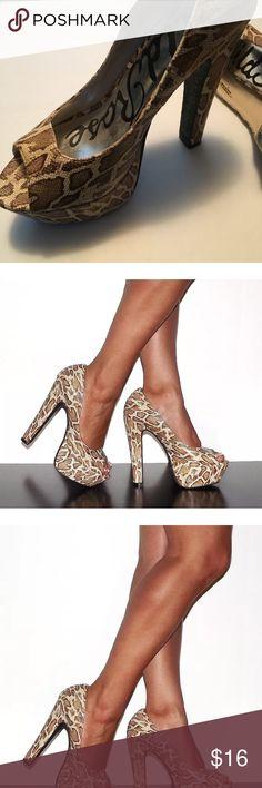 "WILD ROSE Women's 5"" Platform Snakeskin Heels Product Description Brand/Style:  Wild Rose, Peep-Toe Fashion Shoe Size:   9 Condition: New, no box Color: Tan, Beige Snakeskin print/textured  Specs: 5 Inch Heel Height, Approx. 1 Inch Platform Height Wild Rose Shoes Platforms"