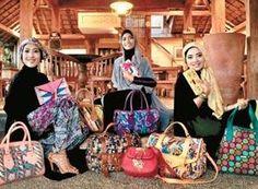 Perpaduan Etnik Tas Motif Tenun & Batik Indonesia