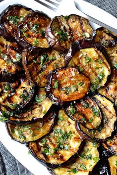 Eggplant with Garlic & Herbs - Grilled vegetables are my go to side dish for any summer barbecue. They are incredibly easy to prep -Grilled Eggplant with Garlic & Herbs - Grilled vegetables are my go to side dish for any summer barbecue. Diet Recipes, Vegetarian Recipes, Cooking Recipes, Healthy Recipes, Recipies, Cooking Food, Recipes Dinner, Easy Grill Recipes, Recipes For The Grill