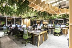 Completed in 2019 in Itaim Bibi, Brazil. Images by Alexandre Oliveira – Jafo Fotografia. IT'S Informov, an architecture, engineering and design company for the corporate sector, expands its headquarters in São Paulo with a space that. Interior Garden, Office Interior Design, Office Interiors, Cafe Interior, Goth Home Decor, Cool Office, Commercial Flooring, Commercial Design, Wood Design