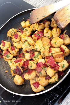 Česnekové noky se salámem a citronovou kůrou Easy Cooking, Cooking Tips, Healthy And Unhealthy Food, What To Cook, Gnocchi, Main Meals, Pasta Recipes, Great Recipes, Potato Salad