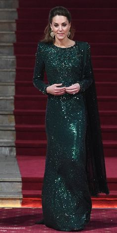 When it comes to the Queen of evening wear in Kate's rotation of favoured designer's, the crown always go to Jenny Packham Moda Kate Middleton, Looks Kate Middleton, Kate Middleton Outfits, Emerald Gown, Queen Kate, Queen Elizabeth, Kate And Meghan, Estilo Real, Prince William And Catherine
