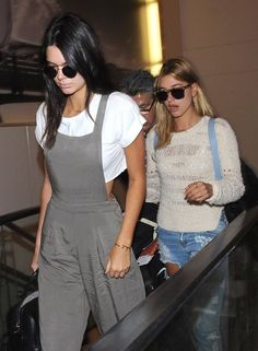 Kendall Jenner Photos - Kendall Jenner and Hailey Baldwin Catch a Flight Out of LAX Airport - Zimbio