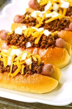 This Hot Dog Chili Recipe is perfect for spooning over hot dogs, hamburgers or on it& own! Easy Beef Chili Recipe, Chili Recipes, Dog Recipes, Sandwich Recipes, Hot Dog Chili, Chili Dogs, Hot Dogs, Low Carb Recipes
