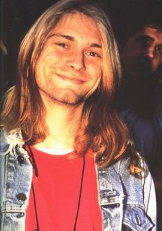 Kurt Cobain smiling and Kris Novoselic Nirvana Kurt Cobain, Kurt Cobain Frases, Grunge, Donald Cobain, Smells Like Teen Spirit, Dave Grohl, Foo Fighters, Forever, Celebs