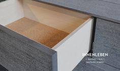 Das KOLO erzählt im Inneren seine Entstehungsgeschichte. Die Schubladen sind aus weißgeölter Sperrholzplatte. Der Boden ist aus geöltem Kork, dass Gegenstände in der Schublade vor dem verrutschen schützt.  #schublade #kork #seidenholz Stairs, Home Decor, Set Of Drawers, Boden, Stairway, Decoration Home, Room Decor, Staircases, Home Interior Design