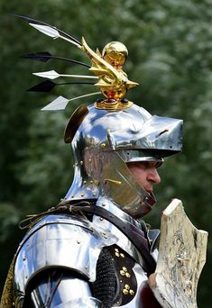 Jouster Stacy Evan's crest (photo by Richard Pearn) Medieval Knight, Medieval Armor, Medieval Fantasy, Larp Armor, Knight Armor, Renaissance Time, Armadura Medieval, Medieval Costume, Suit Of Armor