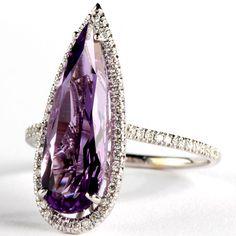 Suzanne Kalan Suzanne Kalan - Anello in oro bianco con ametista pear-cut e diamanti  - See more at: http://www.vogue.it/vogue-gioiello/shop-the-trend/2015/02/gioielli-ametista-viola#ad-image