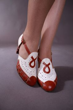 MY GAWD - Vintage 1930s Shoes - Smart Late 30s/Early 40s Two Tone Spectator Perforated Heels