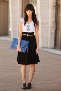 If You Seek Style's Caylee Willett plays it practical with flat shoes and a large clutch.