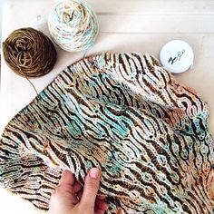 """578 Likes, 12 Comments - Lesley Anne Robinson (@knitgraffiti) on Instagram: """"It's a happy, sunny Friday over here, and I'm working on the border of my @peepaloofields brioche…"""""""