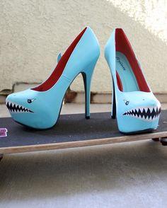 Takich wysokich szpilek raczej nie noszę, ale na wielkie wyjścia takie rekinie buty byłyby idealne!