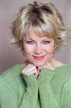 Barbara Niven really like this hair style