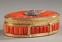 GOLD SNUFF BOX s korálovými, diamanty a drahých kamenů. Koncem 19. století práce. -