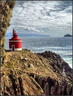 Faro en Punta Robaleira (Cabo Home, Cangas) #Lighthouse https://fbcdn-sphotos-a.akamaihd.net/hphotos-ak-ash2/36503_355004391222304_354839647905445_1011175_229577382_n.jpg