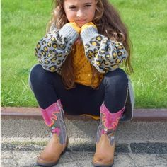 2b75dc2c5a9 Unless it's to admire your shoes 🐯 #kinderschoenen #kindermode #shoes  #westernboots #florals #fashionkids #kidsstylist #igrs #fashionmom #blog ...