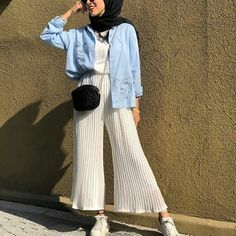 Hijab Fashion 853432198122953469 - Trendy Fashion Hijab Casual Beautiful Ideas Source by csimptica Modern Hijab Fashion, Street Hijab Fashion, Hijab Fashion Inspiration, Muslim Fashion, Modest Fashion, Trendy Fashion, Fashion Outfits, Style Fashion, Fashion Ideas