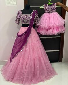 Mom Daughter Matching Outfits, Mommy Daughter Dresses, Mom And Baby Dresses, Dresses Kids Girl, Kids Dress Wear, Kids Gown, Kids Frocks Design, Baby Frocks Designs, Half Saree Designs