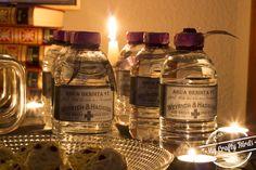 Decoración y recetas para preparar una mesa dulce temática de Halloween Candle Jars, Candles, Oct 14, Red Cross, Whiskey Bottle, Halloween, Crafty, Drinks, Instagram Posts