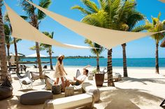 Your everlasting dream has been to spend your honeymoon in Mauritius ? You are now getting married and looking for a honeymoon destination? Mauritius seems so dreamy but yet you feel that you want to go for it? Playa Beach, Beach Resorts, Beach Trip, Mauritius Honeymoon, Mauritius Travel, Mauritius Island, Salinas, Beau Site, Plunge Pool