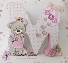 Artesanía Laria: LETRAS DECORADAS PARA PEQUES Diy Letters, Letter A Crafts, Wood Letters, Letter Art, Baby Crafts, Fun Crafts, Diy Wedding Shoes, Letter Door Hangers, Baby Girl Clipart