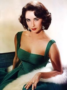 The best color she ever wore. Putting this onto my must-reproduce list, just as soon as I can find some deep emerald green chiffon.