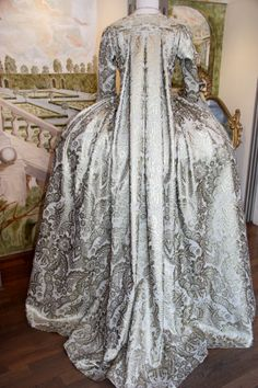 Costume teatrale andrienne 1700 by Scatola Magica