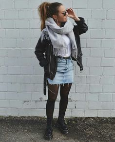 Winter Fashion Outfits 2020 – How can I look stylish in winter clothes? Casual Winter Outfits, Edgy Outfits, Winter Fashion Outfits, Mode Outfits, Autumn Fashion, Rock Fall Outfits, Skirt Outfits For Winter, Winter Outfits 2019, School Outfits