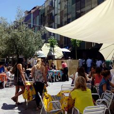 Ambientazo en @lasarmaszaragoza en el Food Truck Tour de @plateselector #zaragozaguia #zaragoza #zgz #regalazaragoza #zaragozapaseando #zaragozaturismo #zaragozadestino #miziudad #zaragozeando #mantisgram #magicaragon #loves_zaragoza #loves_aragon #igerszaragoza #igerszgz #igersaragon #instazgz #instamaños #instazaragoza #zaragozamola