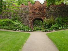 Castle Gardens is the most historic open space in Lisburn.It was once the site of Lisburn castle,a 17th Century fortified manor house first built by the Conways,landlords of Lisburn,in the 1620's.