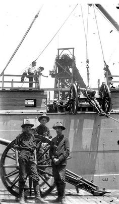Cannons being loaded on transport preparing to sail to Cuba for the Spanish-American war: Tampa, Florida, 1898 The Spanish American War, American Civil War, American History, American Soldiers, Cuba, Guerra Hispano-americana, Treaty Of Paris, Tampa Florida, Tampa Bay