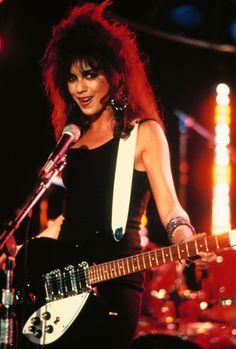Susanna Hoffs from 'The Bangles' seducing the cameraman during a MTV concert in Pittsburgh 1986 Susanna Hoffs, Pop Rock, Rock And Roll, Rockers, Michael Steele, Bass, Heavy Metal Girl, Women Of Rock, Guitar Girl