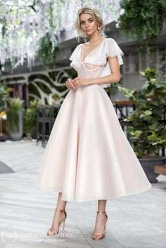 Strekoza 2020 Spring Bridal Collection – The FashionBrides Elegant Dresses, Pretty Dresses, Beautiful Dresses, Simple Dresses, Modern Wedding Dresses, Casual Dresses, Civil Wedding Dresses, Wedding Outfits, Beach Dresses