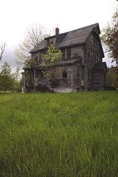 Abandoned House by Melissa O'Donohue Abandoned Farm Houses, Old Abandoned Buildings, Abandoned Property, Old Farm Houses, Old Buildings, Abandoned Places, Abandoned Castles, Old Mansions, Abandoned Mansions
