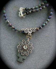 I like the bead necklace