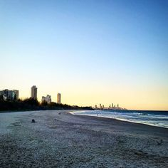 Y'all know what that place is... #beach #goldcoast #surfersparadise #surfersparadisebeach by jafaredes http://ift.tt/1PI0tin