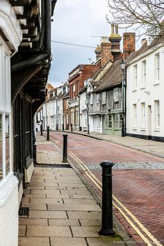 Pretty street in Faversham, Kent, England 7 Places, Best Places To Travel, Cool Places To Visit, Best Weekend Trips, Weekend Getaways, Personnages Looney Tunes, Kent England, London England, Day Trips From London