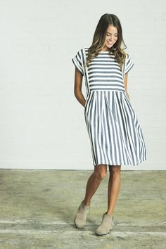Bib Dress Clad & Cloth Brand Blue and ivory striped dress Made from soft cotton linen blend RUNS BIG (we recommend sizing down) Knee length Side zipper closure Runs big, size down Fashion Moda, Look Fashion, Clad And Cloth, Dress Outfits, Cute Outfits, Trendy Outfits, Summer Outfits, Mode Inspiration, Mode Style