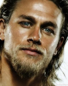 #CharlieHunnam Great picture of him. His eyes are wonderful. My dream would come true if my father and i could get a picture taken w/ him.