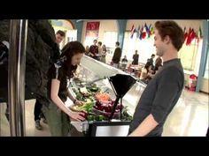 Robert Pattinson & Kristen Stewart Photo: twilight behind the scenes Twilight Videos, Twilight 2008, Twilight Saga Series, Twilight Pictures, Twilight Movie, Kristen Stewart Movies, Robert Pattinson And Kristen, Movie Shots, Interview