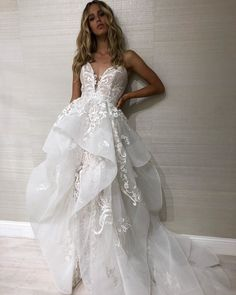 "Hayley Paige on Instagram: ""Swag on #elkegown #2in1 have your ballgown and wear your fitted too 🥂 #hayleypaige @marloes_stevens"" Stunning Wedding Dresses, Fall Wedding Dresses, Wedding Dress Styles, Beautiful Dresses, Lace Mermaid Wedding Dress, Mermaid Dresses, Ball Dresses, Ball Gowns, Wedding Dressses"
