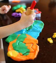 DIY Homemade Edible Gluten Free Playdough Recipe from Fun at. (Rainbows & Unicorns: Kids' Crafts for Everyone) Projects For Kids, Diy For Kids, Crafts For Kids, Diy Crafts, Toddler Fun, Toddler Crafts, Toddler Activities, Fun Activities, Play Doh Knete