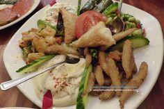 A seguire la serie di antipasti #Londra #London #GrandBazaar #cucinaturca #TurkishCuisine #OxfordCircus #JamesStreet #StChristopherPlace In questo primo piatto ci sono due salse: #Hummus e #Manca E poi .. #Whitebait - #Bakla (#BroadBeans) - #Dolma - Potato A La Turca (#PotatoSalad) - #Borek (#Feta #Cheese #Pastry). La descrizione dei singoli alimenti sul mio blog