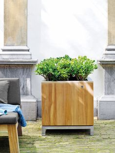 KAYU planter - Now there is a modern solution made of sustainably grown solid teak for landscaping gardens and restaurant patios, the KAYU series. The planters are available in natural or grey vintage Restaurant Patio, Indoor Outdoor, Outdoor Decor, Artificial Flowers, Flower Decorations, Garden Landscaping, Planter Pots, Outdoor Furniture, Landscape