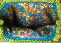 Vê O Que Fiz Crochet Handbags, Blanket, Facebook, Crocheted Afghans, Crochet Bags, Blankets, Cover, Sweater Blanket, Quilt