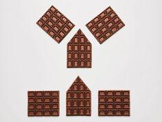 Nyt on ilmassa joulun taikaa! Fazerin suklaalevyistä rakennetulle joulukadulle syntyy yhdessä yössä kokonainen kaupunki. Lue alta askel askeleelta, miten joulukatu on rakennettu.