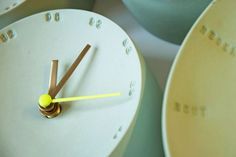 Elke van de Berg is a Dutch Designer who designs and creates amazing ceramic home accessories. Her porcelain clocks will mindfully tell you the time. Design Blogs, Just Do It, Industrial Design, Home Accessories, Ceramics, Pastel, Mindful, Product Design, Dutch