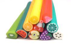 He encontrado este interesante anuncio de Etsy en https://www.etsy.com/es/listing/152693398/discount-12-fruit-polymer-clay-canes
